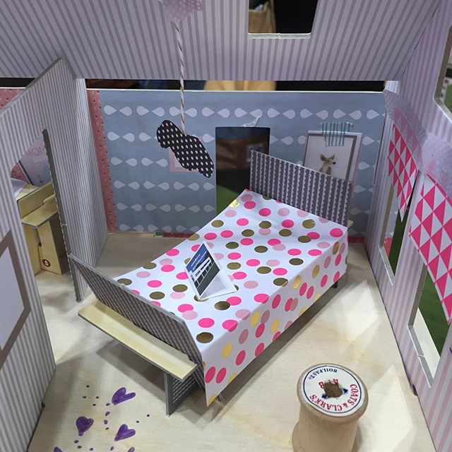 Paper bedroom is there anything better?! #papercraft #paperfun #dollhouse