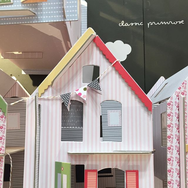 Lille huset primrose all dressed up #lillehuset #dollhouse #creativekids #papercraft #purejoy