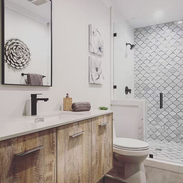 Absolutely in love with this rustic farmhouse look in this bathroom. 😻 The marble mosaic ran up the wall is a playful pop! #vittahomes  #modernfarmhouse #bathroomdesign #bathroomdecor #OCdesigners #rehabgurus #fliporflop