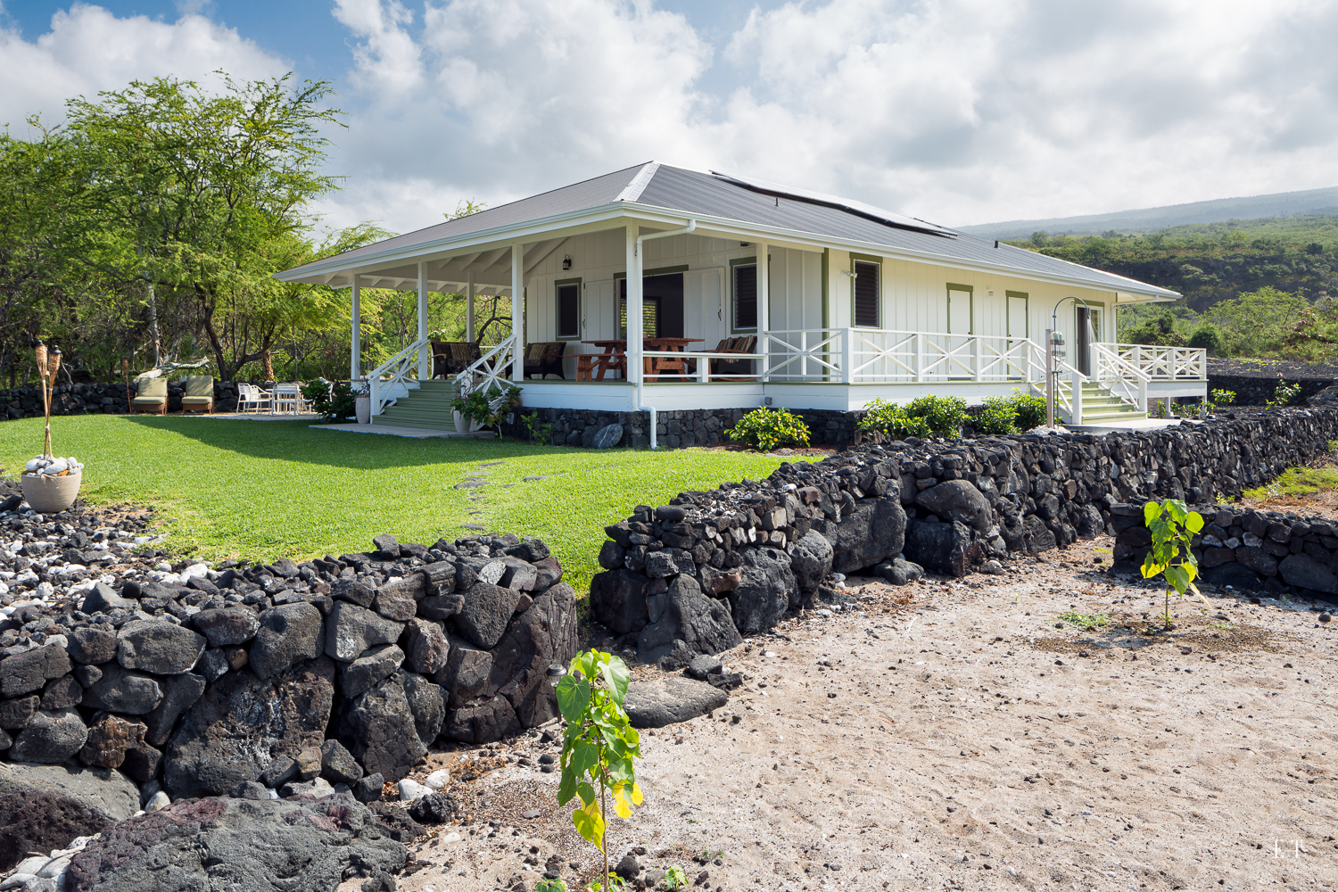 The Beach Shack at Kalahiki, South Kona, Big Island Hawaii - Nanea Studios Inc
