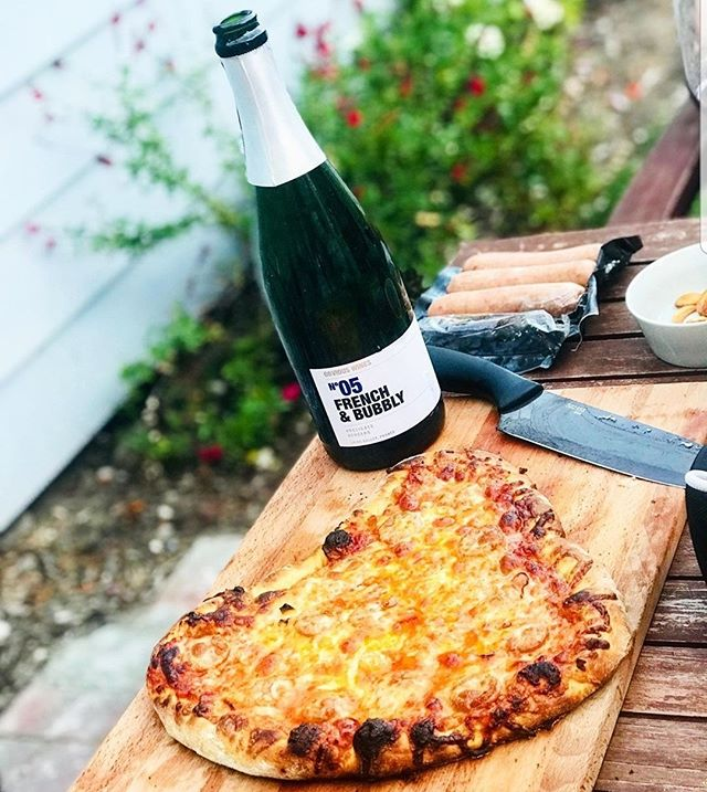Bubbly and pizza all day! Check out @obviouswines holding it down in the wine garden and make sure you bring a slice of @pizzaofvenice pie with you! TODAY is the 10th and last LA Food Fest. It's GORGEOUS out here with partly cloudy skies and a cool breeze. Don't miss it. ⠀⠀⠀⠀⠀⠀⠀⠀⠀ .⠀⠀⠀⠀⠀⠀⠀⠀⠀ .⠀⠀⠀⠀⠀⠀⠀⠀⠀ Tickets, lineup, map, pro tips, and all of the important 411 on our website at LAfoodfest.com See you there! #lafoodfest #stretchypants #thisisit