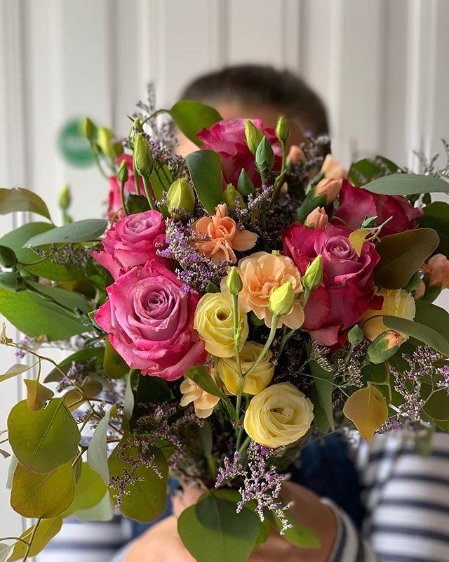 Se precisa de uma Color Therapy, este bouquet é perfeito!  #ticolas #flowers #floral #bouquet #instaflowers #flowerlover #flores #instaflores #designfloral #whiteflowers #pinkflowers #flowerlove #floraldesigner #flowermarket #portugal #lisboa #bloom #flowerbouquet