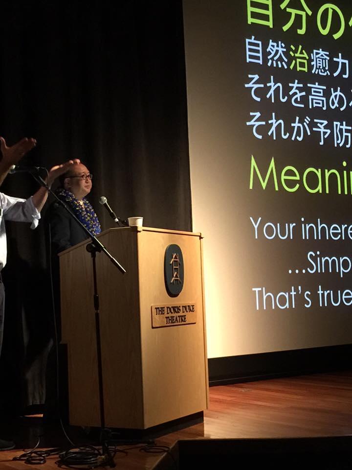 Photo: Dr. Tanaka's presentation to both Japanese & English audience.