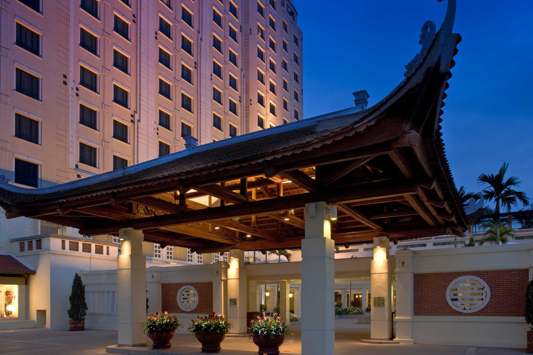 Sheraton Hanoi Hotel - Close to the bustle and excitement of the city, Sheraton Hanoi Hotel is surrounded by lush gardens, sweeping lawns and tranquil courtyards. This peaceful oasis features picturesque views of West Lake and is less than 10 minutes from downtown Hanoi.