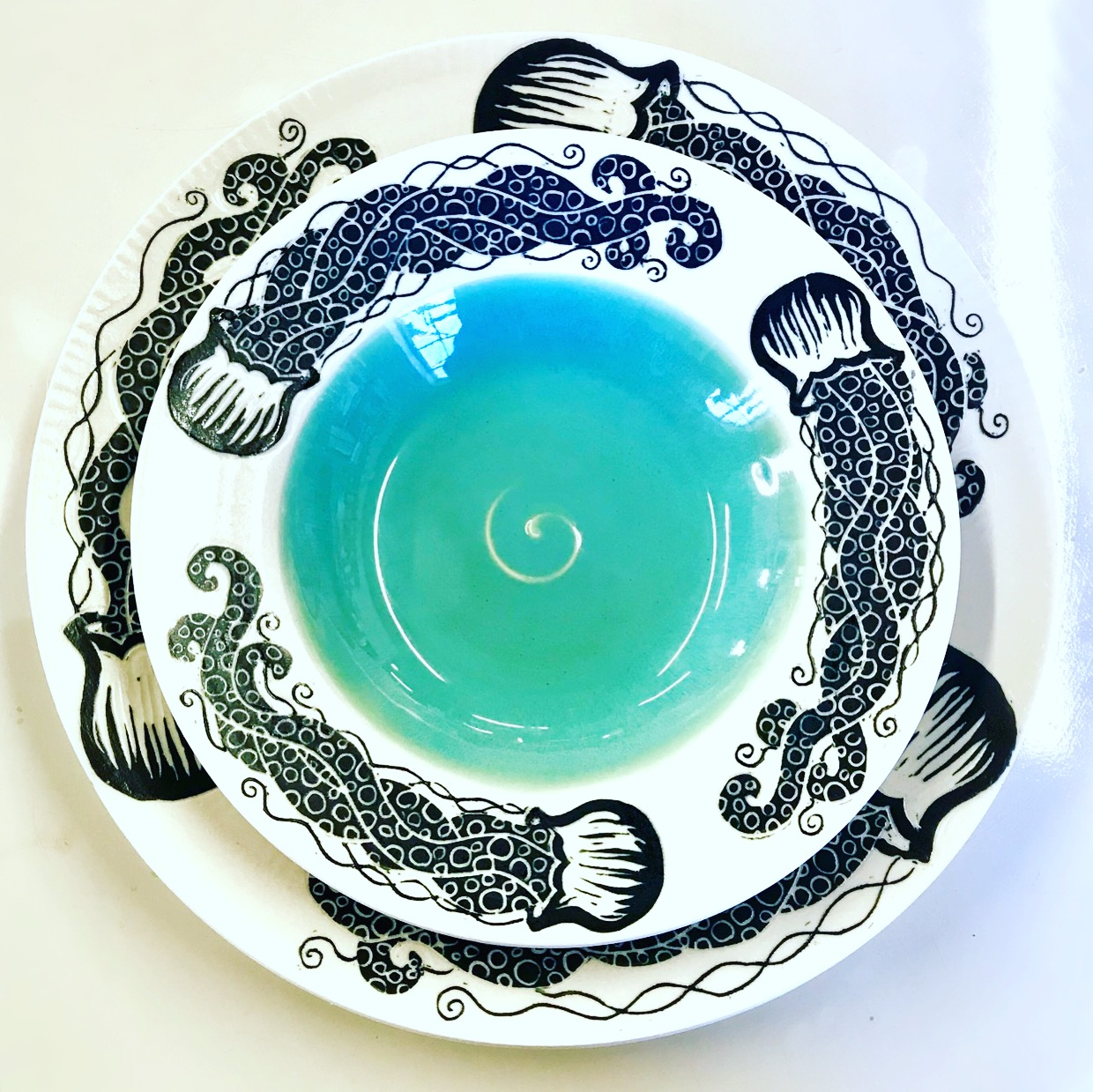Jellyfish Bowl and Dinner Plate