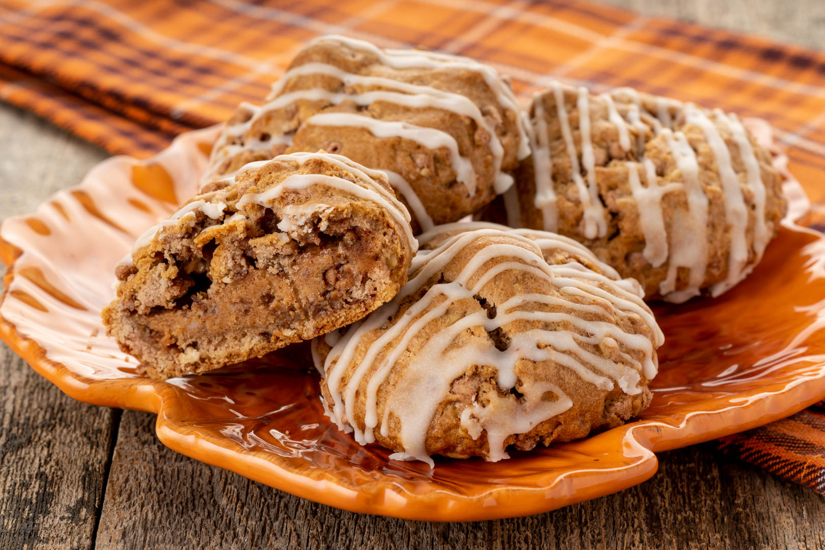 Cinnamon Toga - Cinnamon Pastries have never tasted so good. This scrumptious, cream and cinnamon sugar filled pastry drizzled with oh-so-yummy glaze, is bursting with deliciousness.