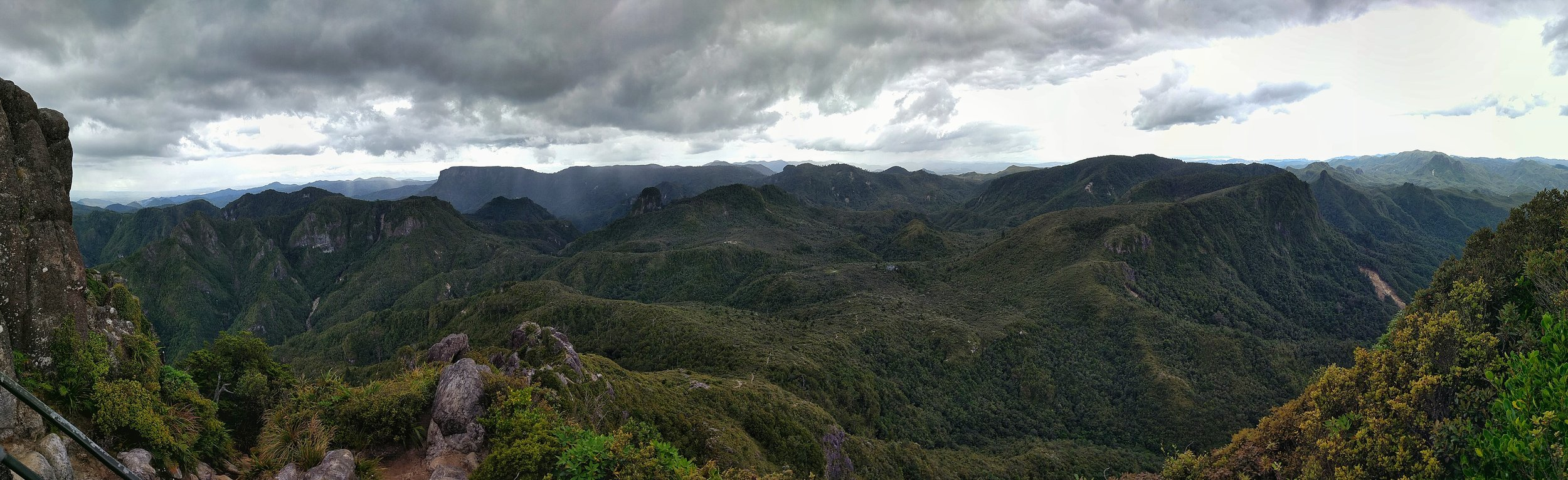 What a fabulous view from the pinnacles summit! can you spot the pinnacles hut?