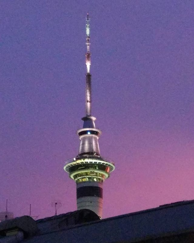 Sky Tower in morning glory light today 😍  Wish I had more time to get a good picture but work called 🤷‍♀️🙉😉 #newzealand #northisland #auckland #aucklandcity #skytowerauckland #skytower #morninglory #weareweekendkiwis #discoveryourbackyardnz #visitauckland #weheartauckland #ourakl #mondayfeels #nzmustdo #nztourism