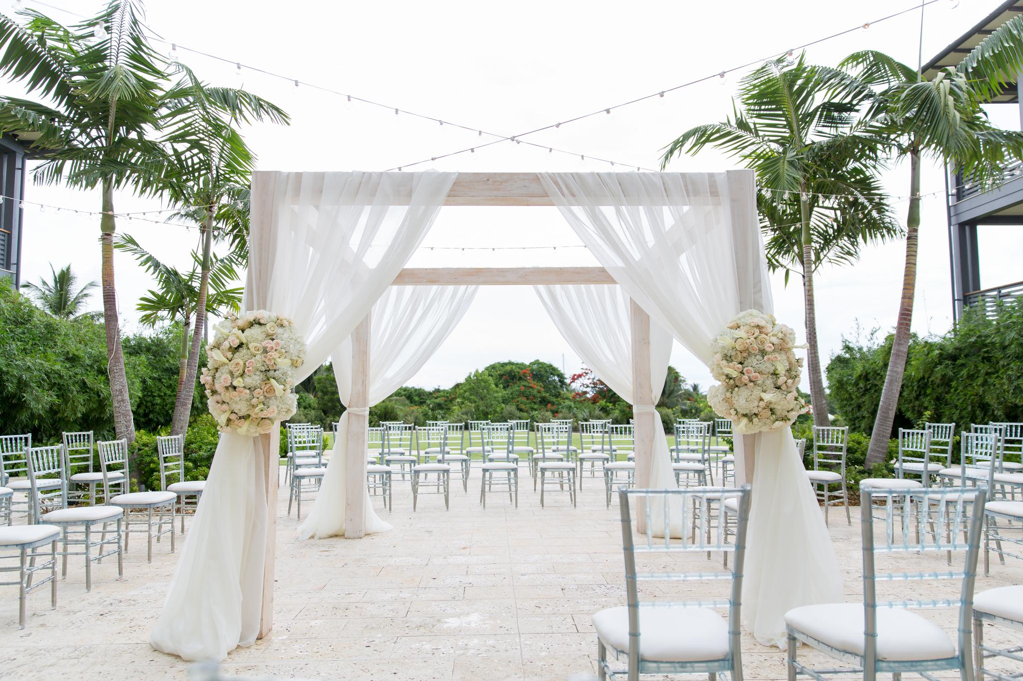EboniRobyn-Wedding-Wildflowers-IslandHouse-40 (1).jpg