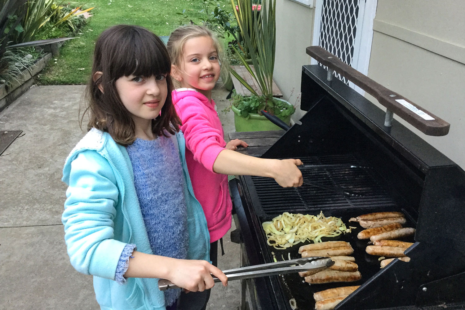 Claudia-and-Marisa-on-the-BBQ.jpg