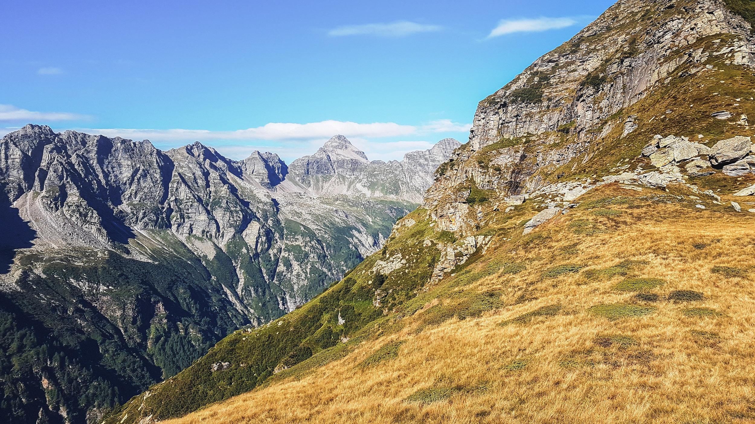 Val Vegorness con vista sulla Corona di Redorta