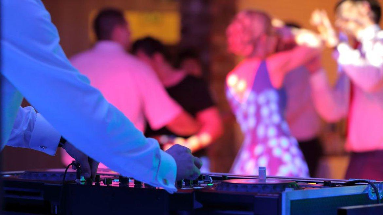 DJ Stenzel - Beschallung & Licht für bis zu 300 Personen