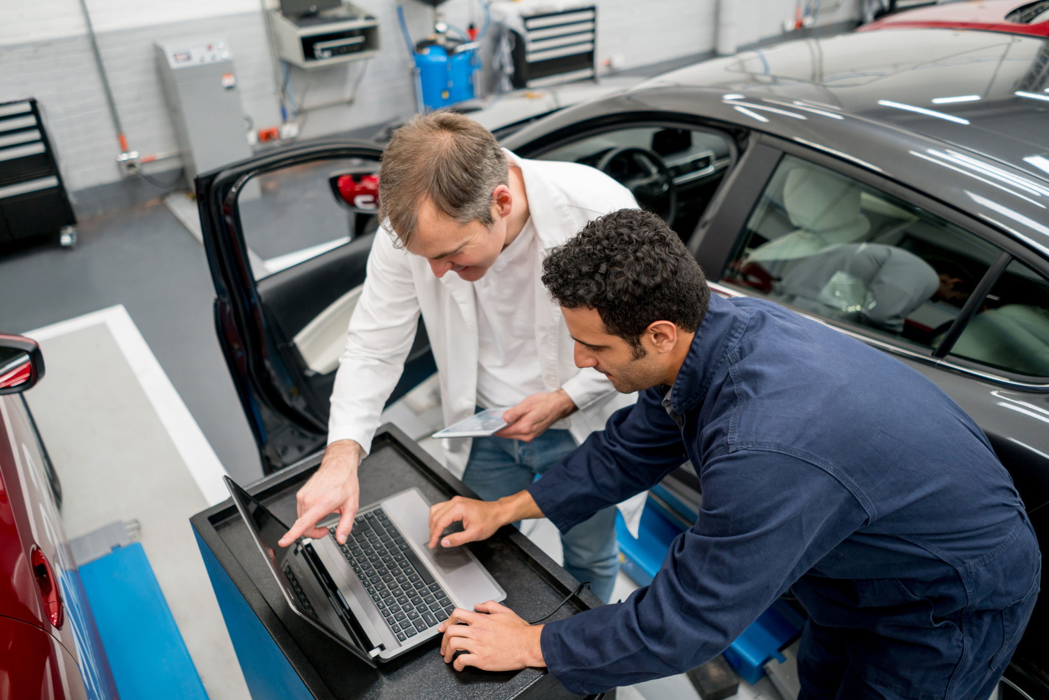 Mechanics-working-together-at-an-auto-repair-shop-using-a-computer-824981492_2123x1416 (1).jpeg