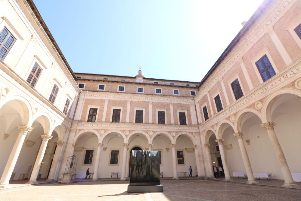 Una passeggiata attraverso i viaggi enogastronomici nella storia palazzo ducale di urbino duca Federico