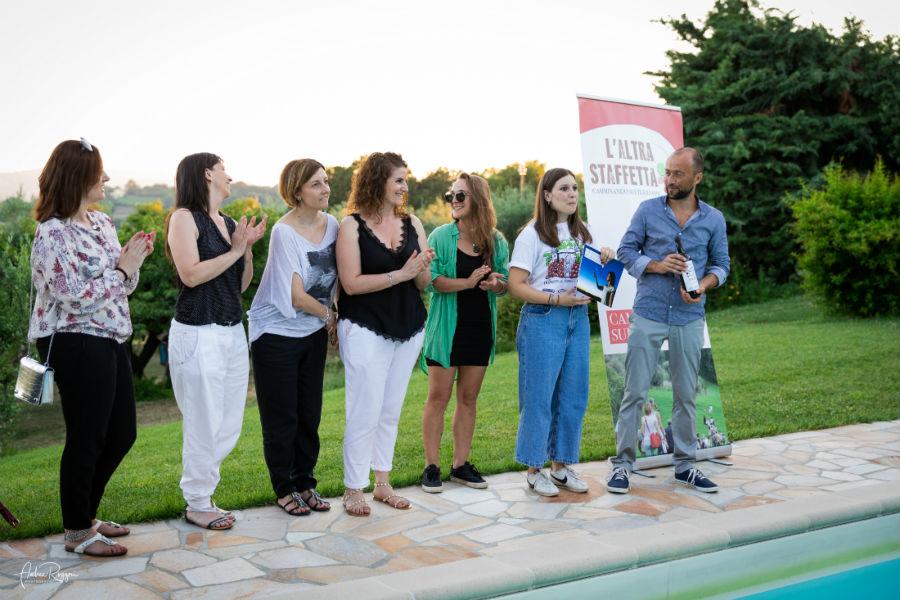 la consegna della tessera pesante e a Stefano aniballi e il saluto alle ragazze del corsi Its l' altra staffetta