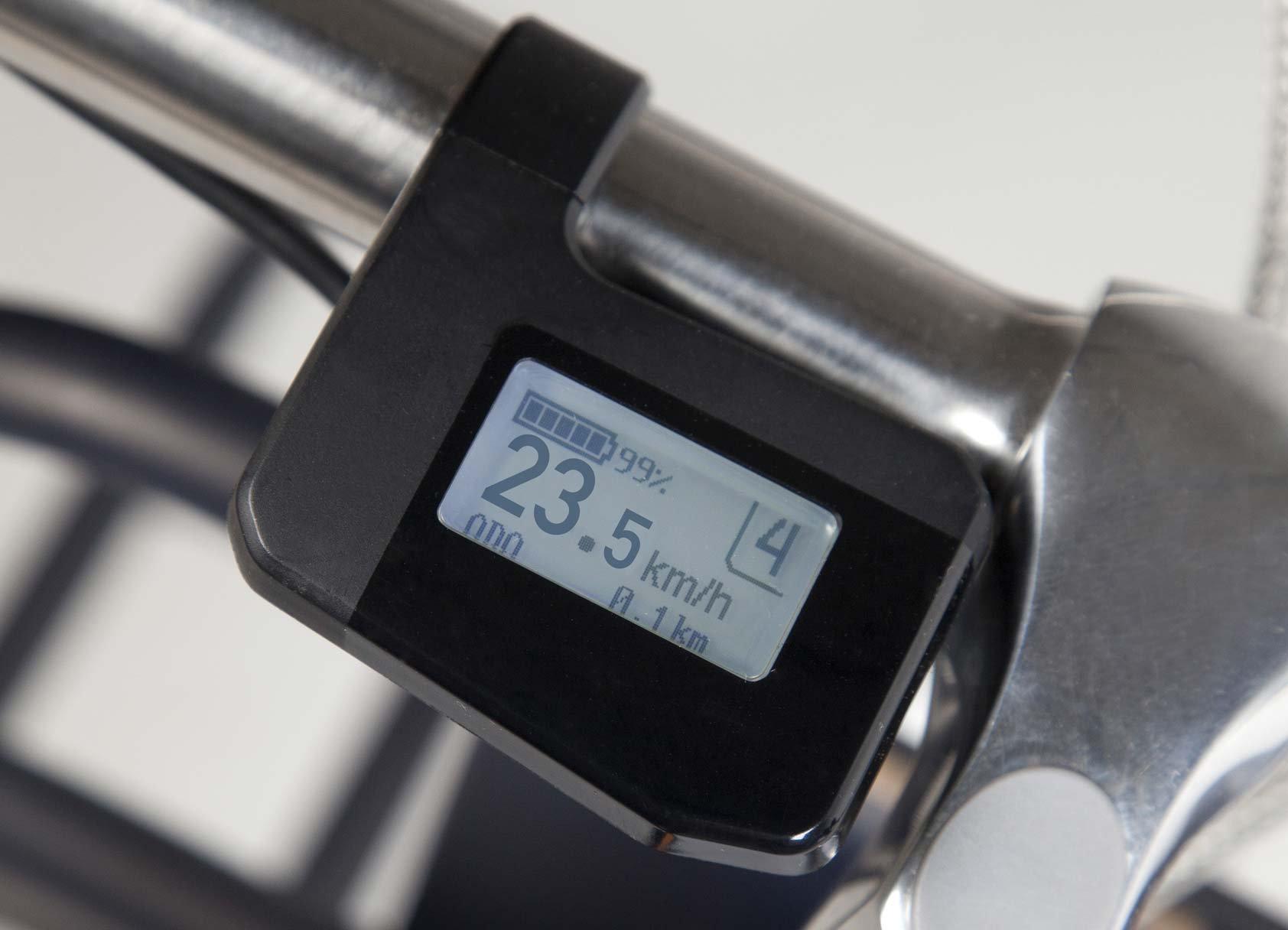 ecomo rendszer - Világhíres technológia, mely az első kerékmotoron keresztül tartja a 25km/h-s sebességet.