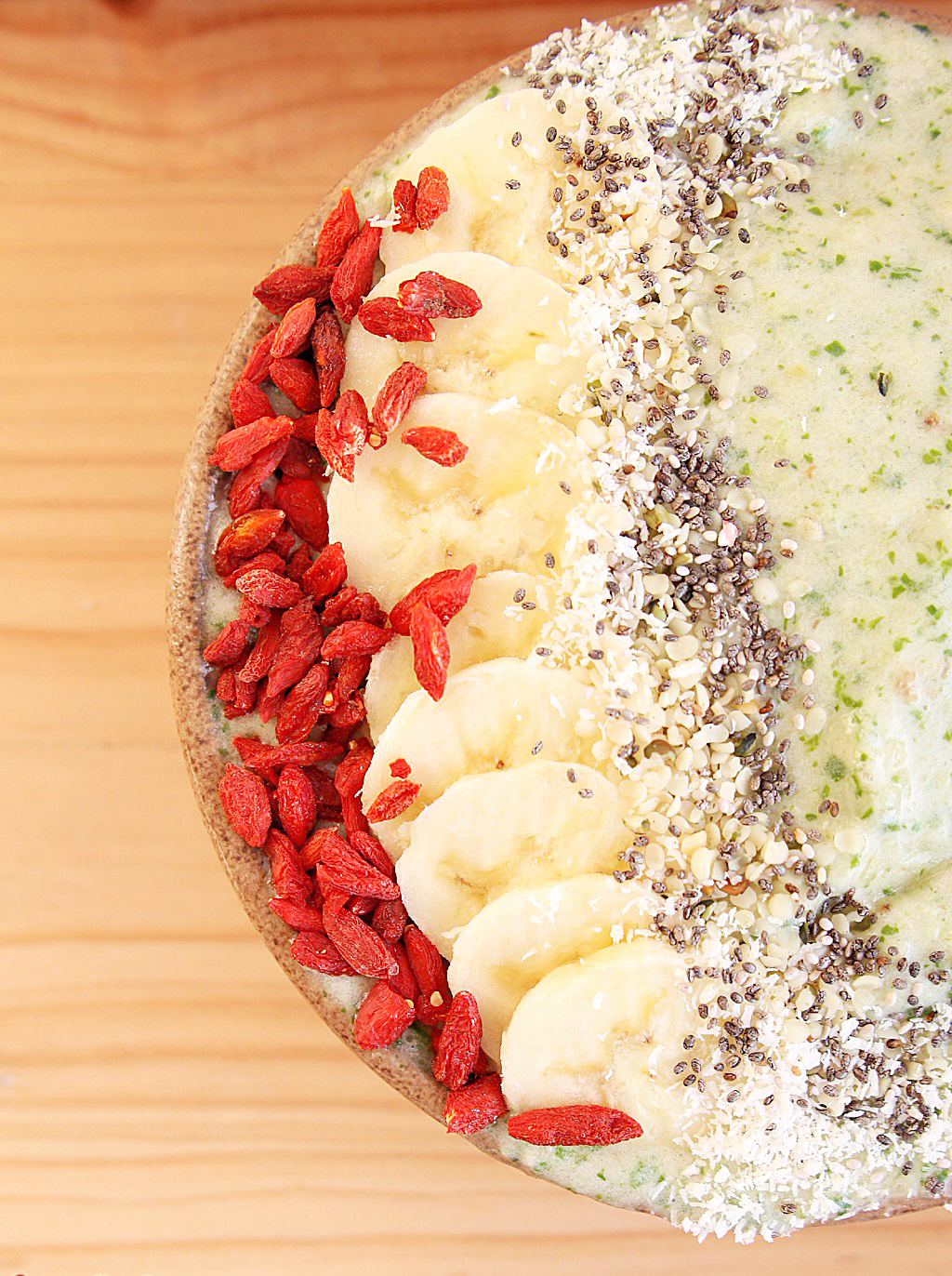 - Blend: 1 Banana, 1 Kiwi, 1 Apple (All frozen) with water, 2 tablespoons Wazoogles and 15ml Omega 3 Vegan Oil BlendTop with: Banana, Goji Berries, Chia Seeds and Coconut Shavings.