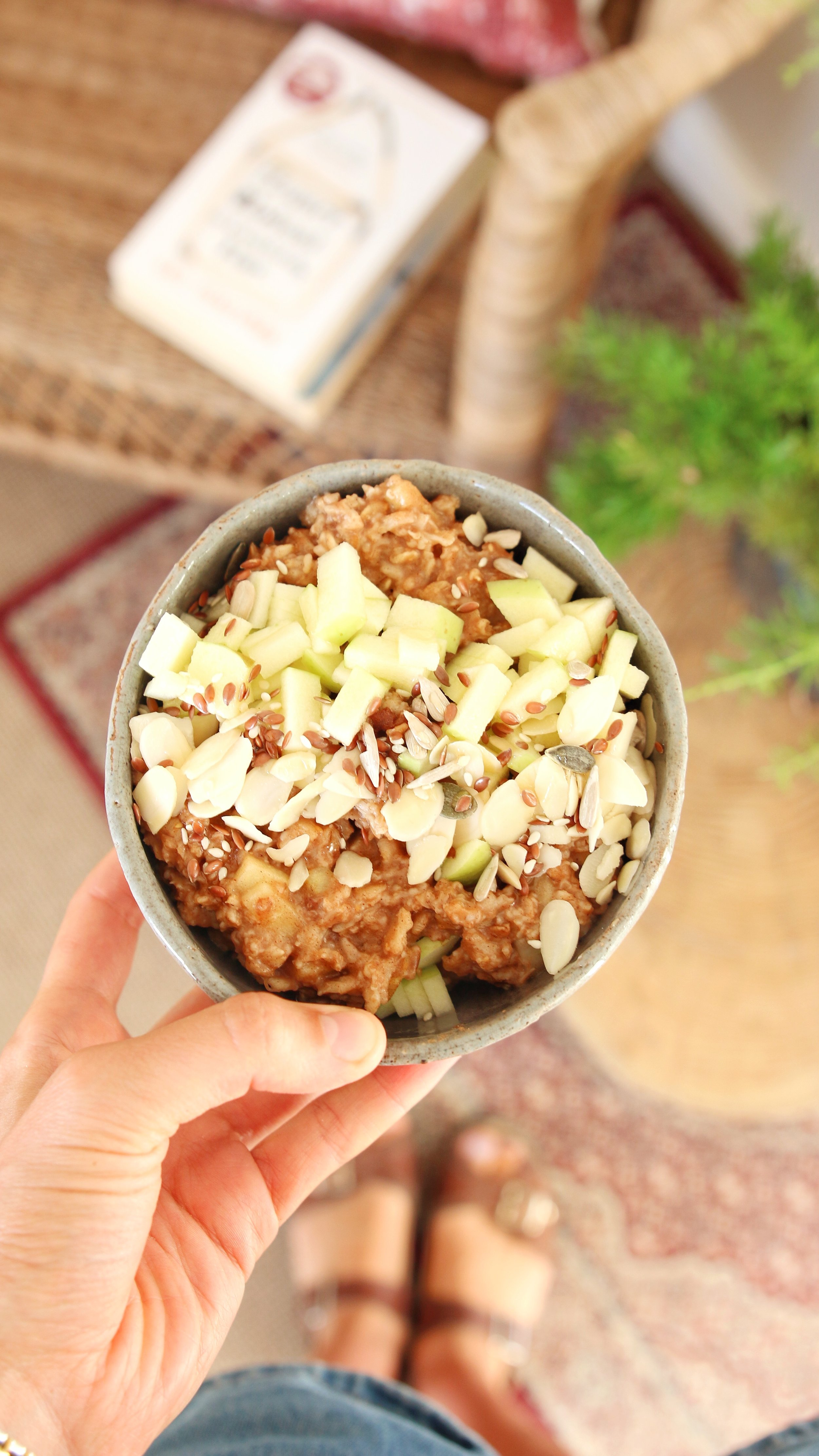- For when a cool morning comes and you're in the mood for a warm brekkie:Cooked: 1/2 cup rolled oats, cinnamon and 1tsp honey.Topped with: apple, almond flakesand a mix of seeds.