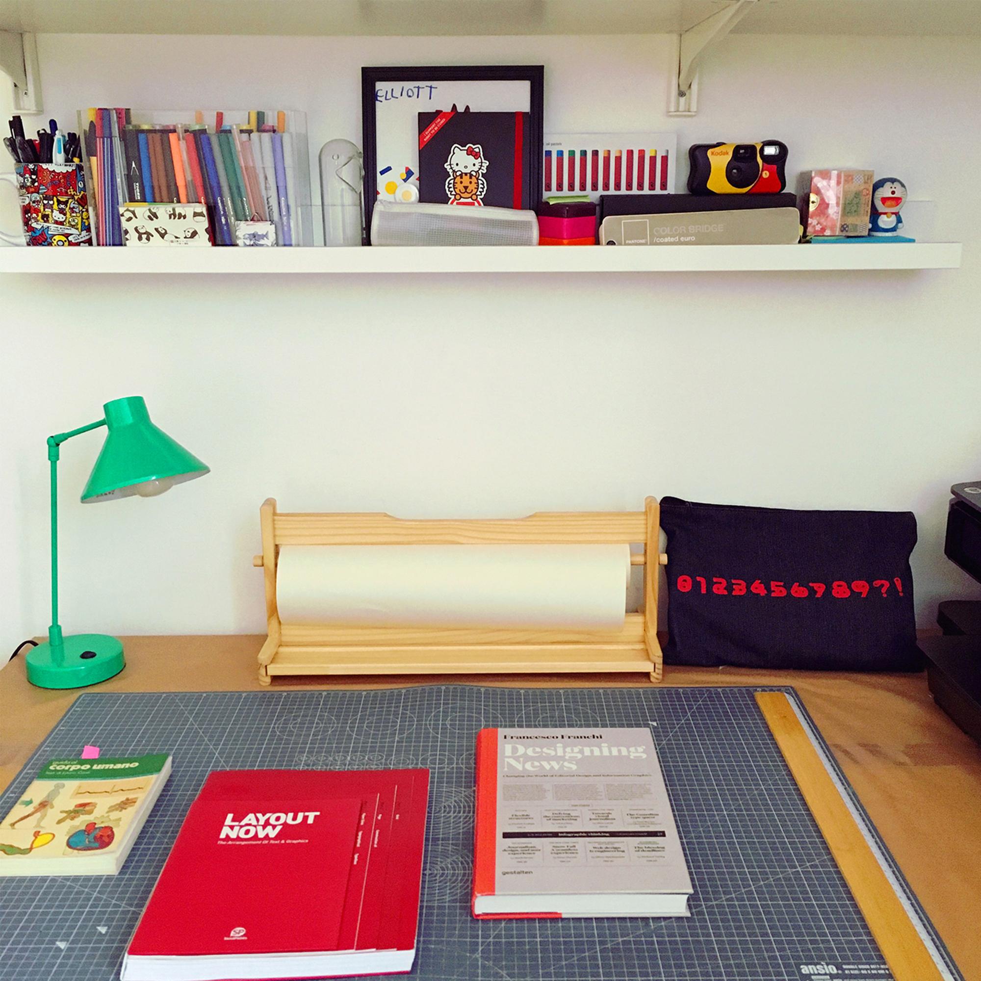 Desk_01.jpg