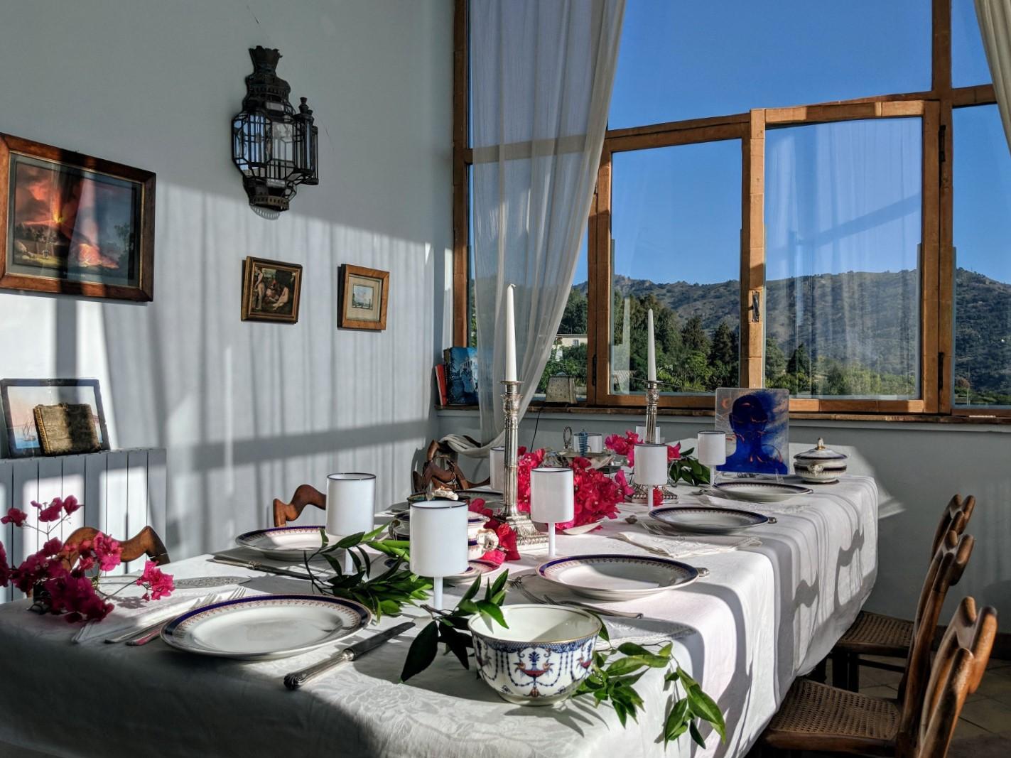 14 dining wide2 villa ama sicily.jpg