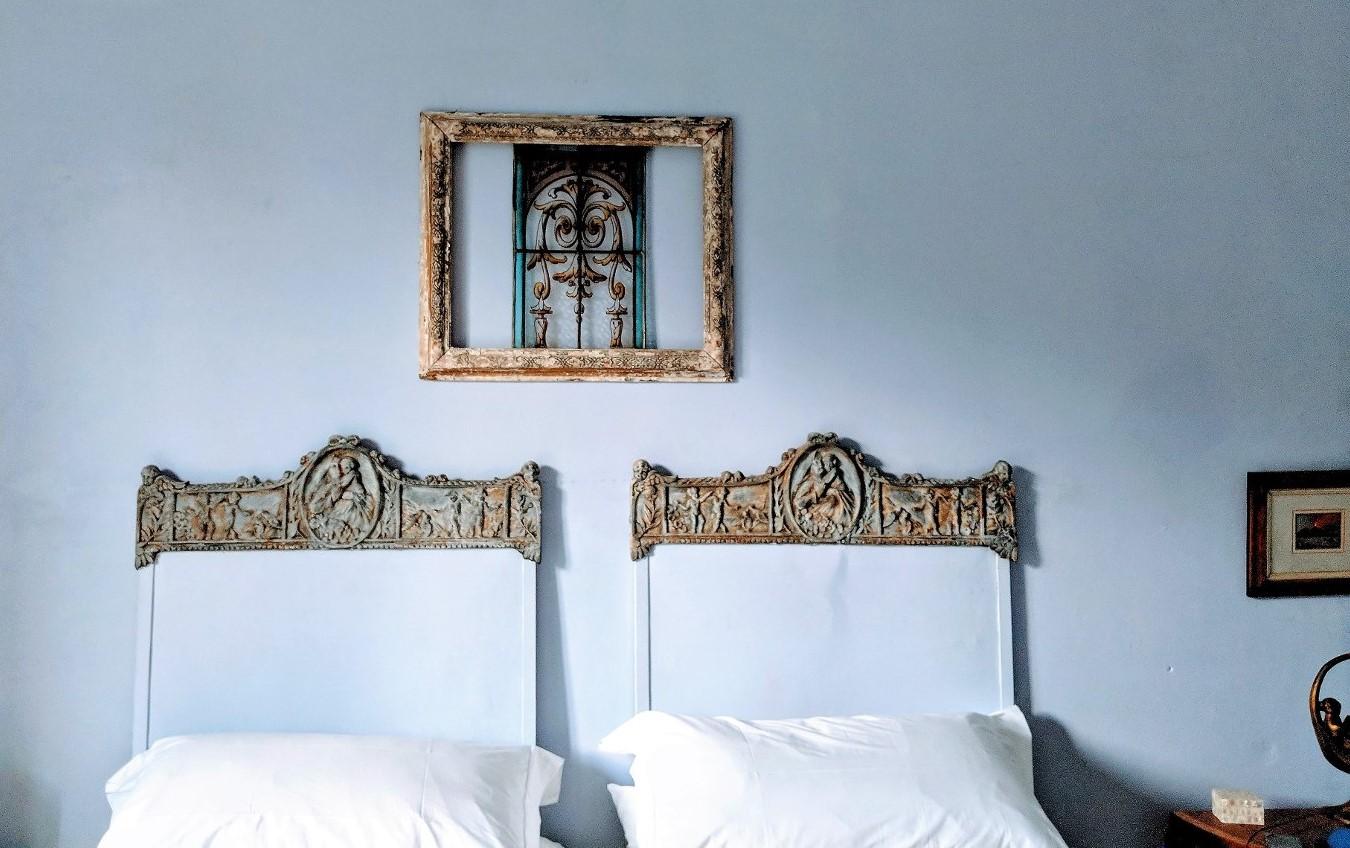 40 blue bedroom bed villa ama sicily.jpg
