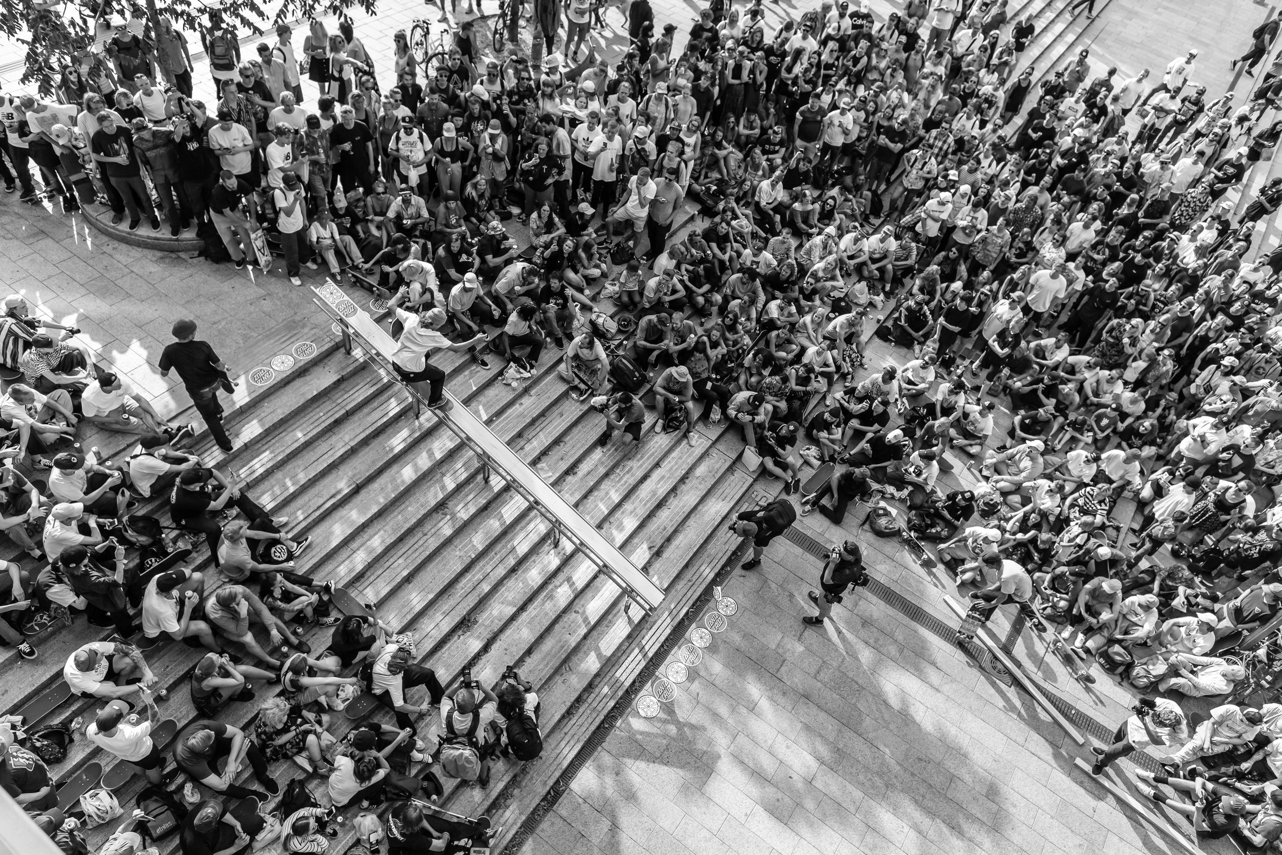 Mistä on kyse? - Tokiossa 2020 kilpaillaan skeittauksen olympiamitaleista. Chasing The Spot kokoaa ensimmäisen Suomen skeittauksen maajoukkueen ja seuraa sen matkaa ympäri maailmaa käytävissä karsintakilpailuissa.