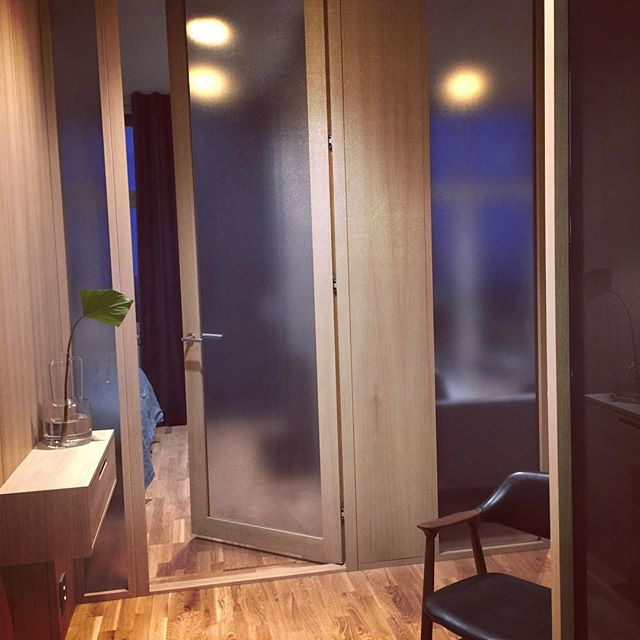 Pilestredet park leilighet med nytt innhold. Lys inn fra alle vinduer via nye glassvegger. #interiør #interiors #interior_design #ledstenarkitektur #rehab