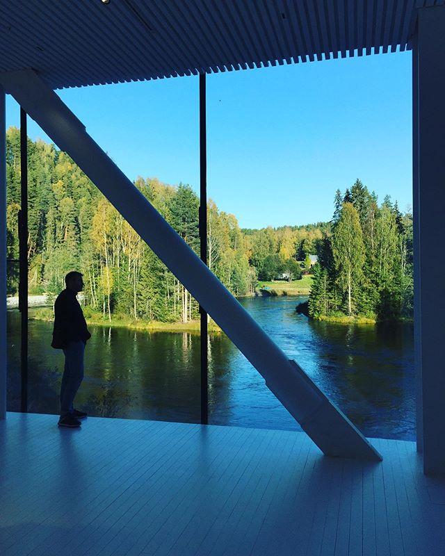 Arkitekt: BIG-Bjarke Ingels Group -Inspirerende dag på Kiestefos, her vakker utsikt fra innsiden av Twisten. Selve skulpturparken er vel verdt et besøk i seg selv. #bjarkeingles #architecture #arkitektur #kistefosmuseet