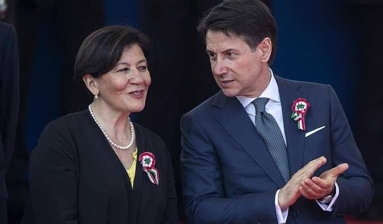 Defence Minister Elisabetta Trenta (left) and Prime Minister Giuseppe Conte of Italy.