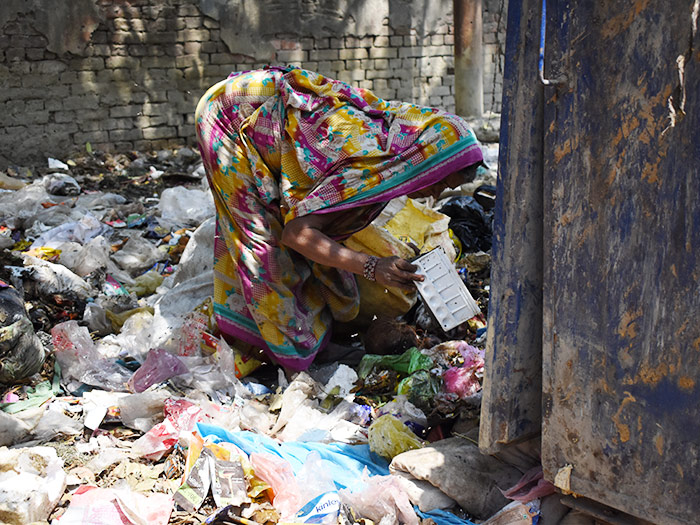 waste-picker-use-2.jpg