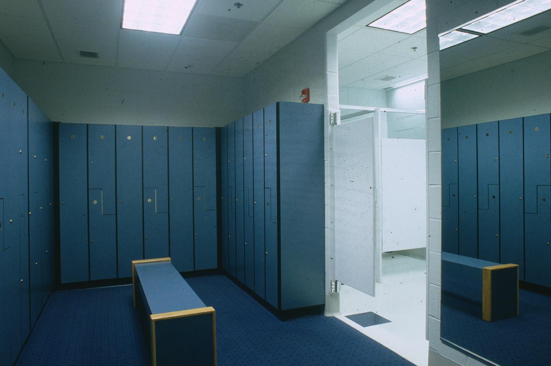 1999-058-8 Winfield Community Center Int lockerroom.jpg
