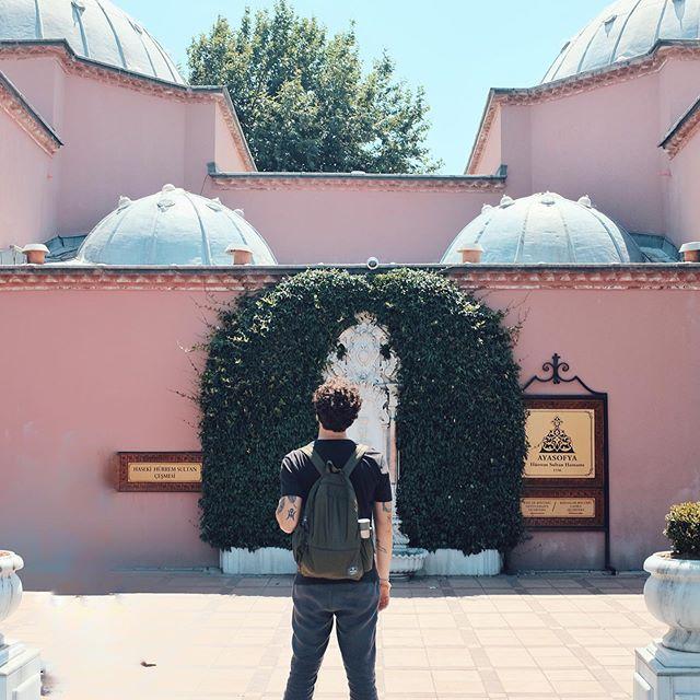 Make it pink, make it blue 💘🕌 * * * * * * #edreamsworldwonders #travel_photography #traveldeeper #neverstopexoring #fujix100t #fuji #fujiclub #turkey #istanbul  #exploreturkey #visitistanbul #travelsgeekclub