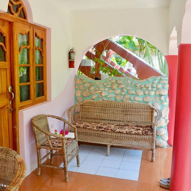 Look at your life - you've been going, and going, and going! You're busy as a bee 🐝  Check in the Coral Cottage Jamaica, and unwind at our secluded villa. Let's enjoy each day and let our worries float away 🤗💕🥂 . #CoralCottageJamaica 🌴🌊☀️ . . . . . . . . . .  #Jamaica #Travel #Vacation #VacationHome #Tourism #Explore #WanderLust #TravelBug #TravelTips #TravelJamaica #Paradise #Luxury #Passport #Getaway #PhotoOfTheDay #TravelDeeper #RoundTheWorld #BestInTravel #Tropical #Caribbean #OneLove #Jamaican #GoodVibes #SpringBreak #Retreat #FunInTheSun #Negril