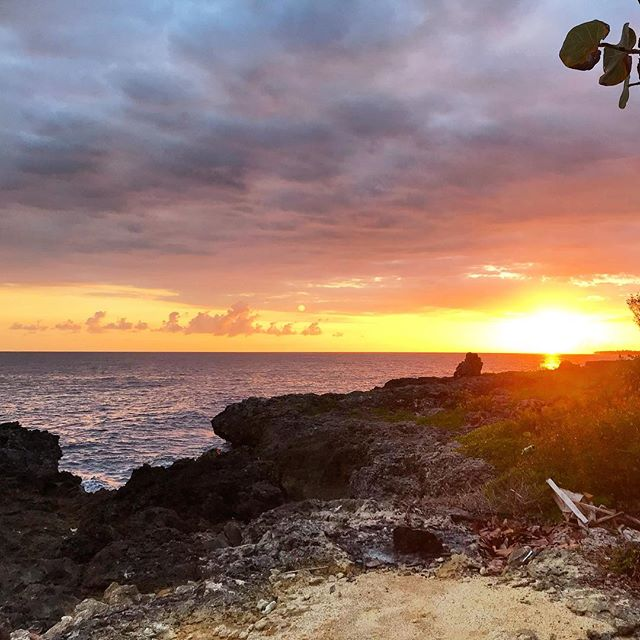 Are you ready to experience amazing sunsets? Snuggle into your love's arms and cuddle into the night? Let us know who you'd like to watch this sunset with, and also check out our ah-MAY-zing deal on our website! 🇯🇲🤗❤️ . #CoralCottageJamaica 🌴🌊☀️ . . . . . . . . . .  #Jamaica #Travel #Vacation #VacationHome #Tourism #Explore #WanderLust #TravelBug #TravelTips #TravelJamaica #Paradise #Luxury #Passport #Getaway #PhotoOfTheDay #TravelDeeper #RoundTheWorld #BestInTravel #Tropical #Caribbean #OneLove #Jamaican #GoodVibes #SpringBreak #Retreat #FunInTheSun #Negril