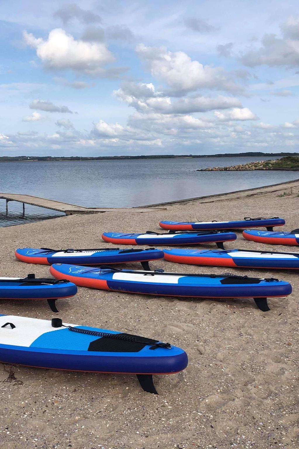 Om os - Skive Windsurfingklub er en hyggelig og nærværende klub med plads til alle. Nybegyndere som øvede. Vi elsker det vi laver og vi håber, at du vil nyde livet på vandet ligeså meget som vi gør!Læs mere
