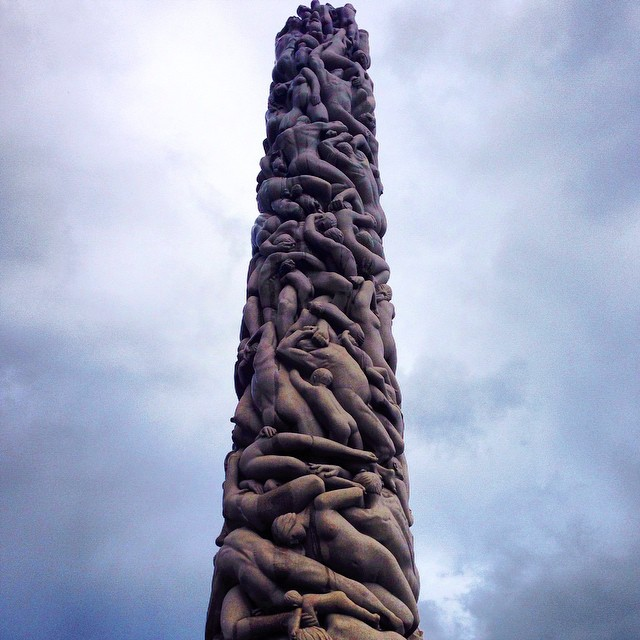 Oslo statue obelisk