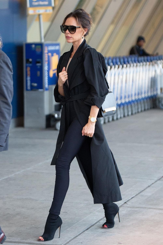 victoria-bekcham-jfk-airport-trench-coat