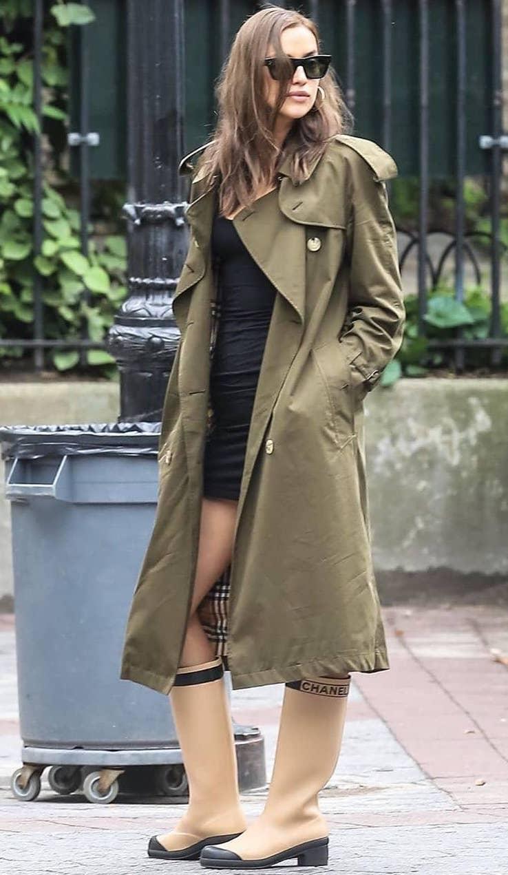 irina-shayk-burberry-green-trench-coat.jpg