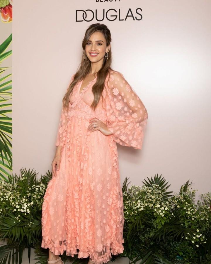 jessica-alba-giambattista-valli-pink-dress-platform-sandals.jpg