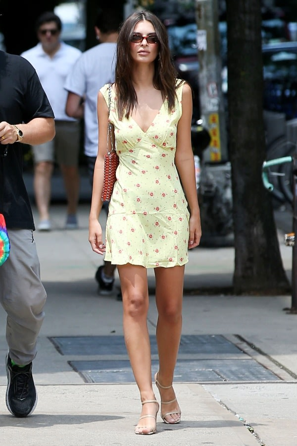 emily-ratajkowski-new-york-city-realisation-yellow-printed-dress.jpg