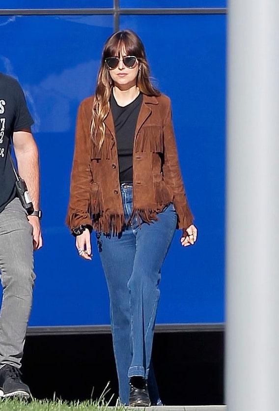 dakota-johnson-brown-fringed-jacket.jpg