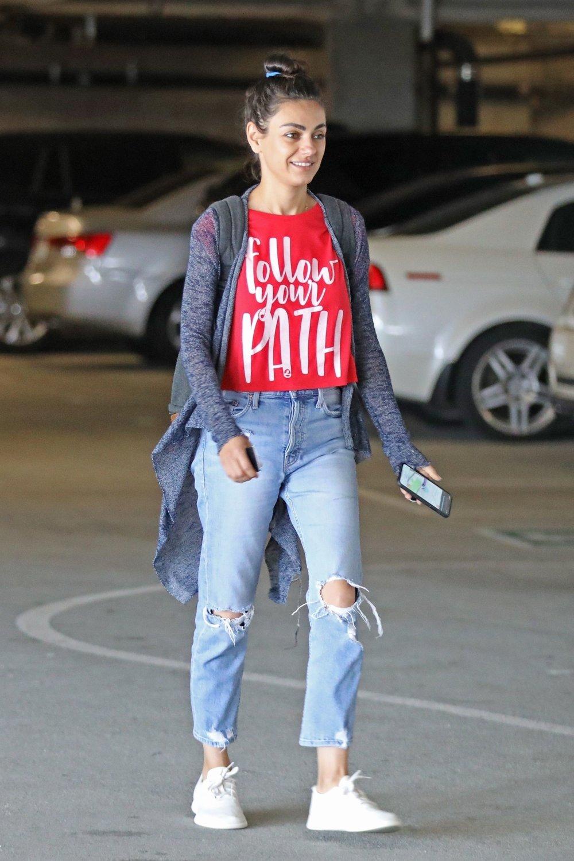 mila-kunis-mother-ripped-jeans.jpg