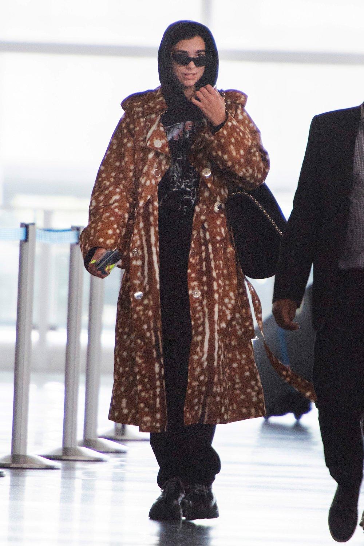 dua-lipa-burberry-brown-printed-coat.jpg