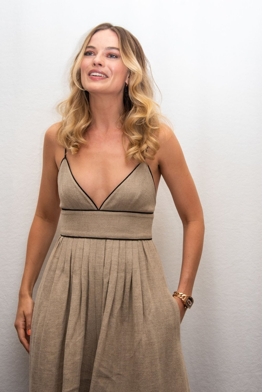 margot-robbie-straud-jumpsuit-once-upon-a-time.jpg