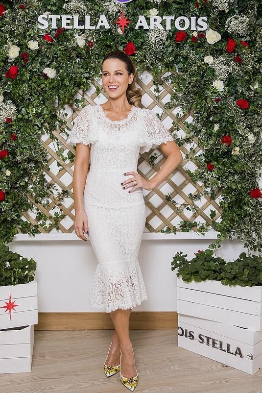kate-beckinsale-dolce-and-gabbana-white-dress-at-wimbledon.jpg