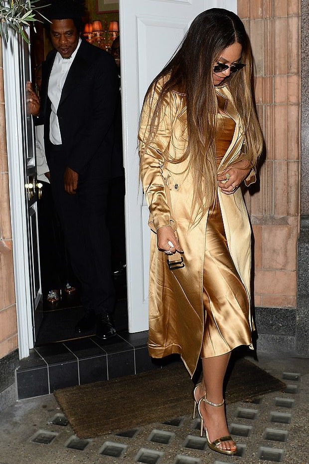 beyonce-knowles-gold-trench-coat-at-harrys-bar.jpg