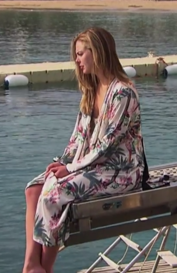 hannah-browns-printed-robe-on-the-bachelorette.png