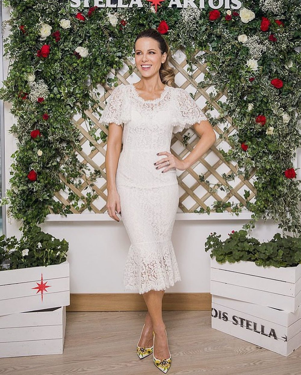 kate-beckinsale-white-lace-dress-wimbledon.jpg