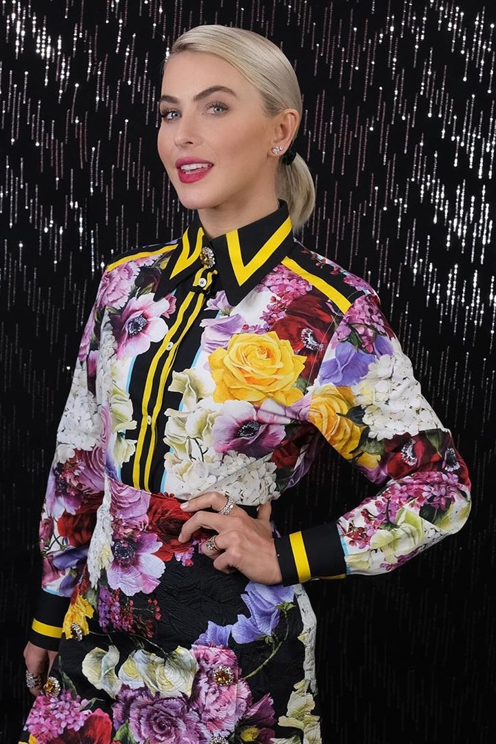 julianne-hough-dolce-and-gabbana-floral-skirt.jpg