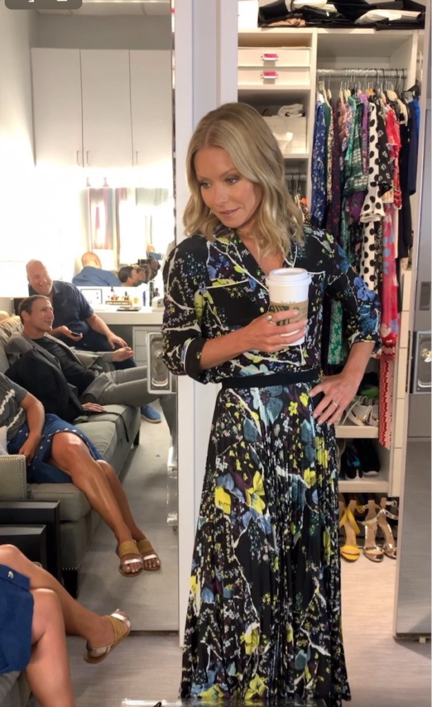 Kelly-Ripas-Black-and-Yellow-Floral-Dress-on-live-with-kelly-and-ryan.jpg